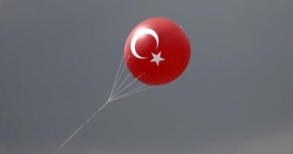 美元强势涨至13个月高位 土耳其里拉暴跌至纪录新低